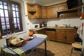 'Gîte du Bistinclin Fruité' à Saint Laurent d'Agny (Rhône, Ouest Lyonnais, proximité Brignais / Mornant) : la cuisine, côté évier.