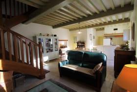 'Gîte des Hortensias', Le Perréon (Rhône, Beaujolais) : vue de la pièce de jour depuis l'espace salon.