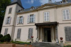 Gîte Le Château d'Emeringes (Rhône - Beaujolais): façade.