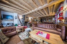 Salon et Bar avec coin cheminée - Hotel le Gai Soleil à Samoens