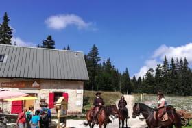 A cheval sur le Vercors, le Refuge de Gève