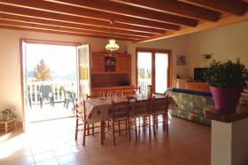 Pièce à vivre:salon/salle à manger,ouverte sur terrasse plein sud.