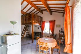 Gîte 'Le Grenier des Vignes Rouges' à Brindas (Rhône - Ouest Lyonnais): pièce de jour