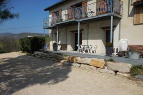 'Gîte des 2 chênes' à Bessenay (Rhône-Lyonnais): les extérieurs.