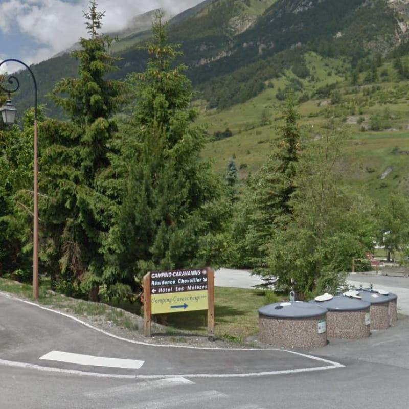 à Val Cenis-Lanslevillard, l'entrée du camping-caravaning