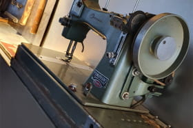 Ancienne machine à coudre de Manufrance