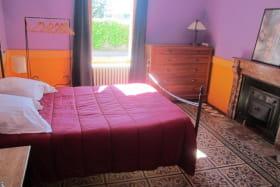 Gîte de la Grande Rue à Propières (Rhône - Beaujolais Vert) : chambre au rez-de-chaussée.