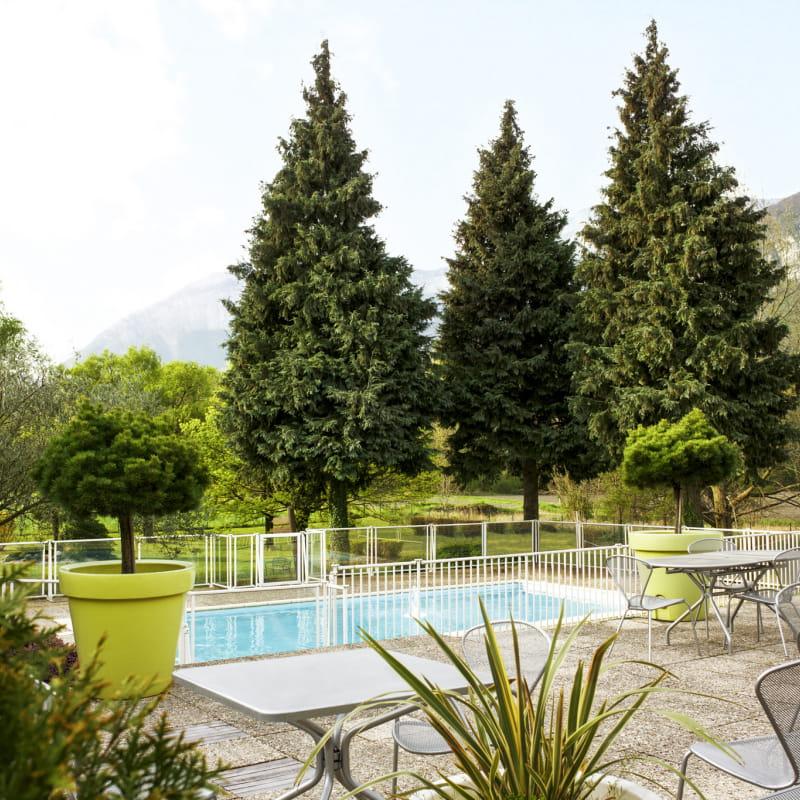 Restaurant du Novotel-Vue sur la piscine et la terrasse du restaurant