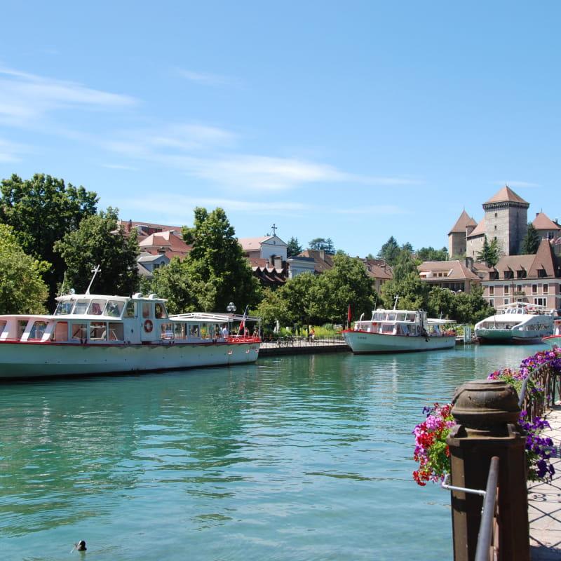 Vieille ville d'Annecy et bâteau