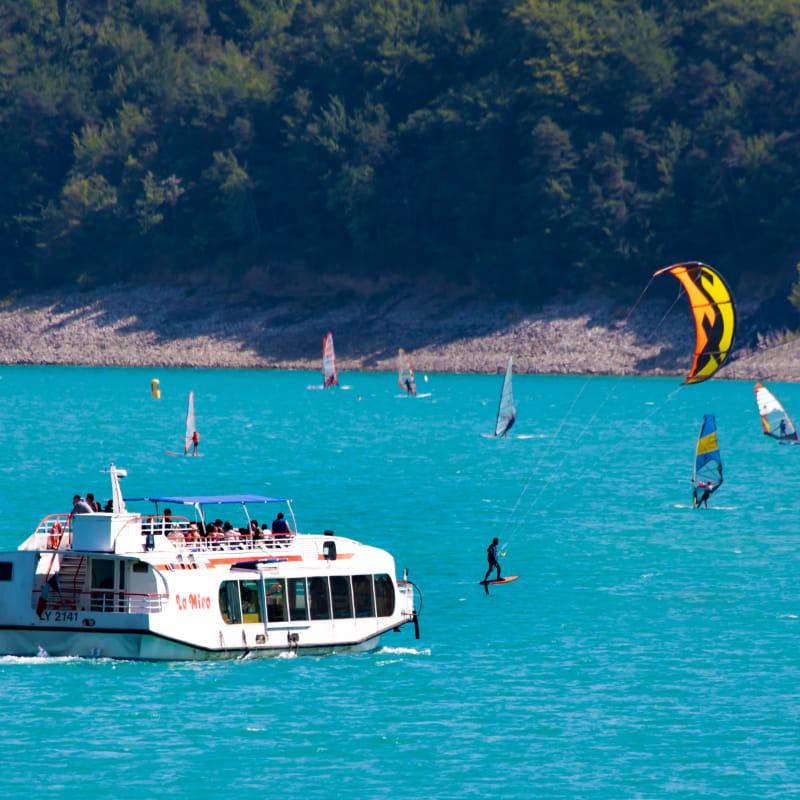 Croisière sur le lac et initiation au wakeboard