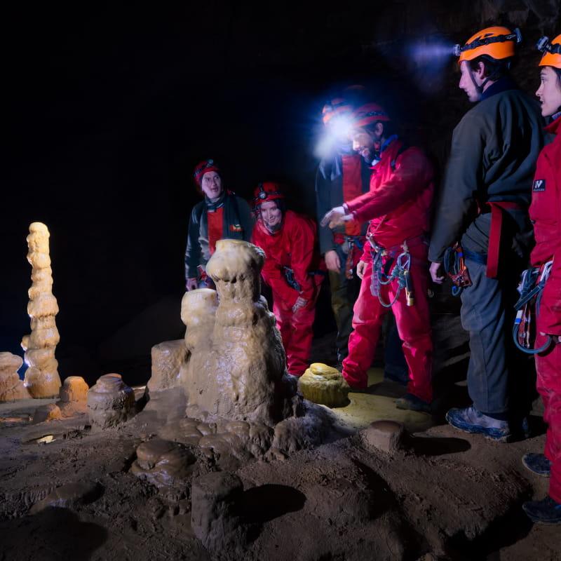 Grotte roche concrétions