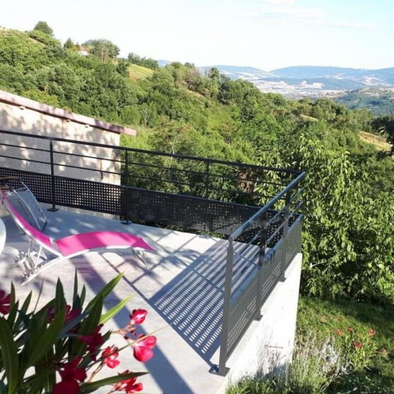Très belle terrasse avec vue magnifique sur la vallée et le Mont Pilat