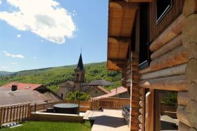 La terrasse du gite au sommet du village
