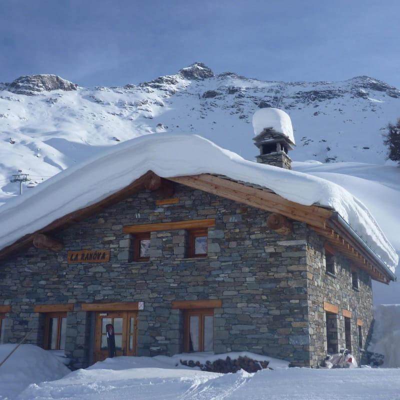 Sur le domaine skiable de Val Cenis, piste de l'Arcelle, secteur Lanslevillard, le restaurant d'altitude La Ranôva