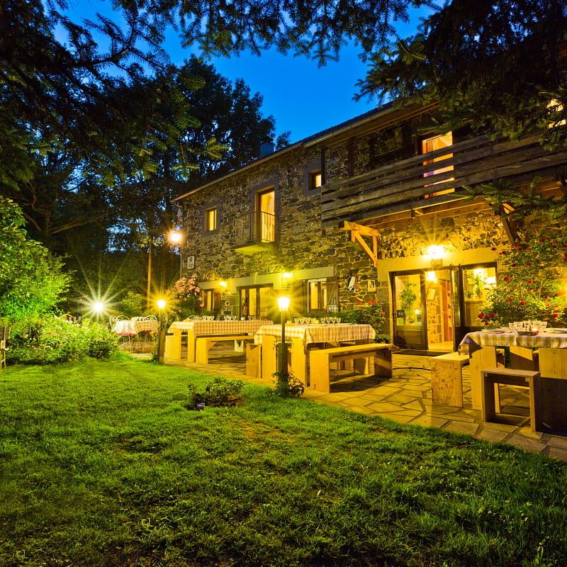 La terrasse et ses illuminations un doux soir d'été