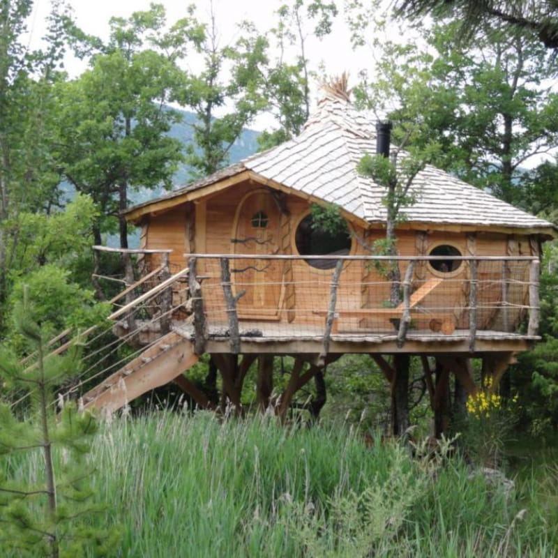 Eco-site Oasis Bellecombe : cabane perchée, yourtes, tipi, roulotte
