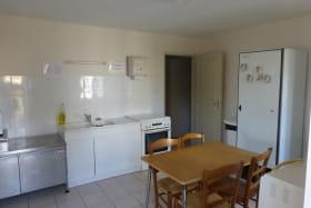 Gîte communal à AFFOUX - en Haut Beaujolais - Rhône : la cuisine.