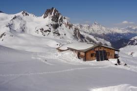 Vue hivernale sur le refuge du Mont Thabor