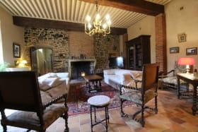 Grand gîte du Château de Charfetain à Brullioles (12 personnes, Rhône - Monts du Lyonnais) : le salon.