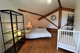 Gîte des Cerisiers à Courzieu, dans le Lyonnais - Rhône : la Chambre (2 personnes) - étage.