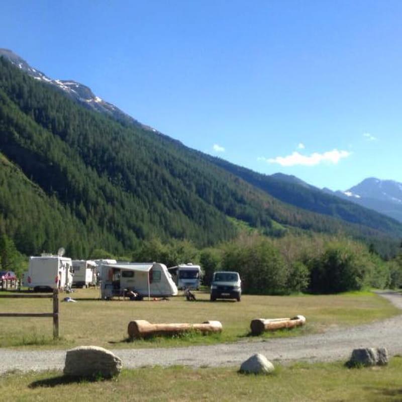 Camping de L'Illaz à Bessans en été