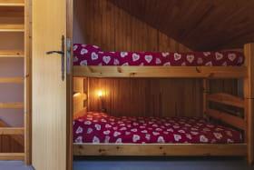 Côté lits superposés de la deuxième chambre