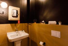 Salle de bain de la chambre pure