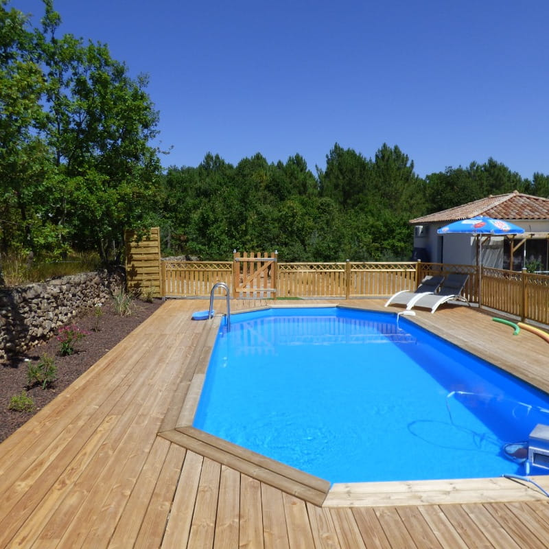 piscine 9x4m avec terrasse en bois de 80m²