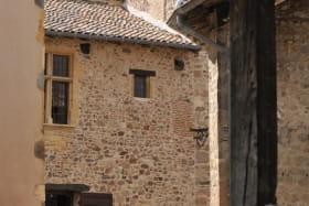 Gîte de groupe (46 personnes) La Sarrasine - Château des Tours à St-Etienne-La-Varenne (Rhône - Beaujolais).