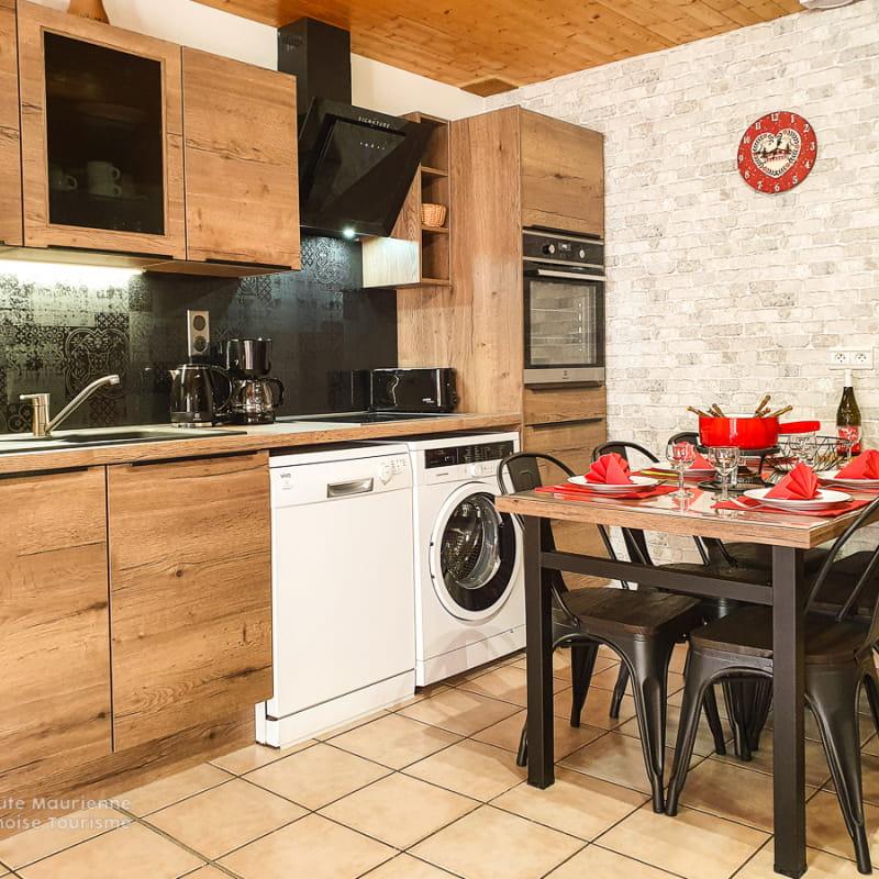 Bel appartement moderne style montagne, situé au coeur du village de Val Cenis Lanslevillard.