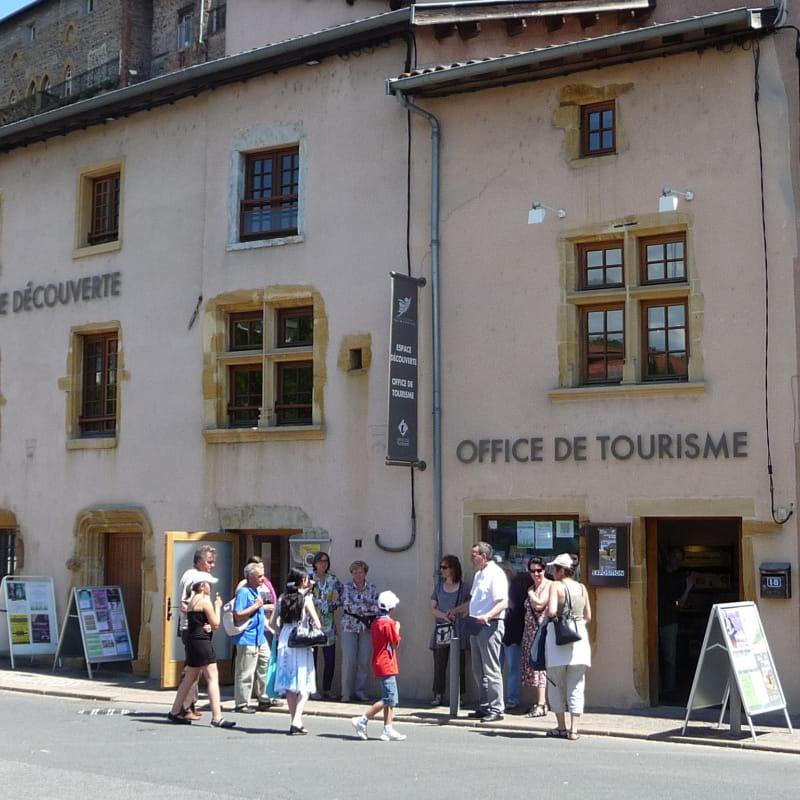 Une visite de L'Arbresle au départ de l'Office de tourisme