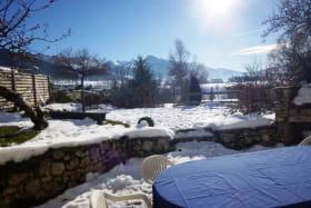 Le jardin privatif est orienté sud, avec une vue imprenable sur la station de Villard de Lans