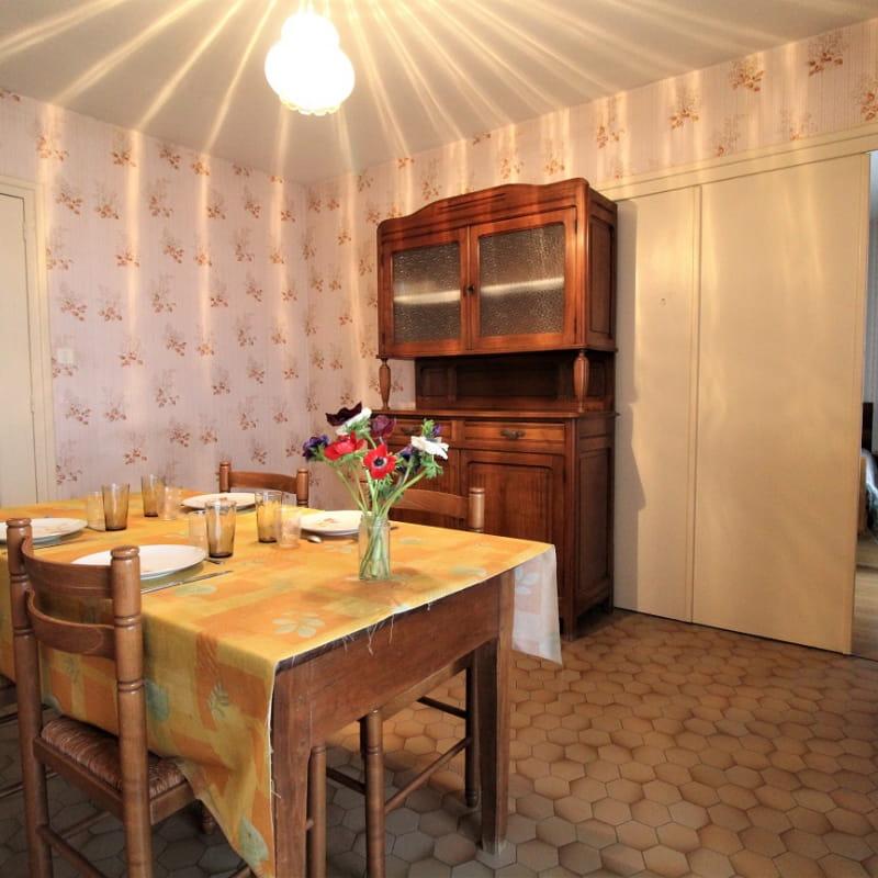 Gîte de La Panoncelière à Rontalon (Rhône - Coteaux du Lyonnais) : la salle à manger.