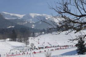 Vue sur la station de ski alpin du gîte domaine débutant de Ribambel