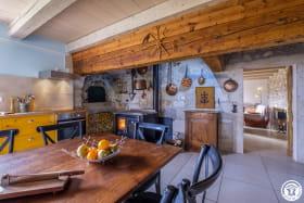 La cuisine est conçue pour les retrouvailles en famille ou entre amis.