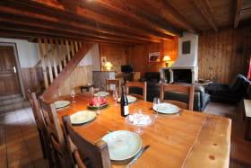 Gîte des Pampilles - Les Haies (Rhône, Pilat, proximité de Vienne et Condrieu) : séjour, espace repas.