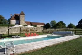 Gîte du Château du Montais à Le Brethon dans l'Allier en Auvergne, La piscine