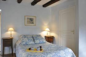 Gîte 'St Joseph' au Château du Jonchy à St Julien (Rhône-Beaujolais): la chambre