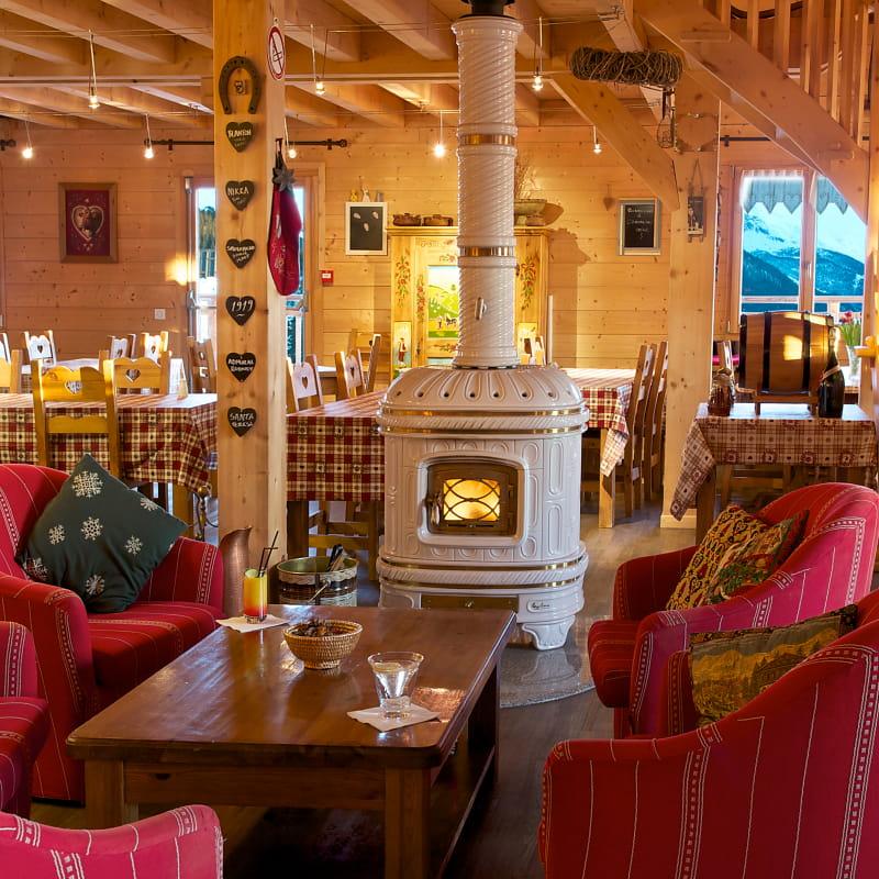 Magnifique salon traditionnel pour vous détendre dans une ambiance paisible et confortable