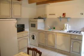 cuisine : vue d'une des portes donnant sur la salle