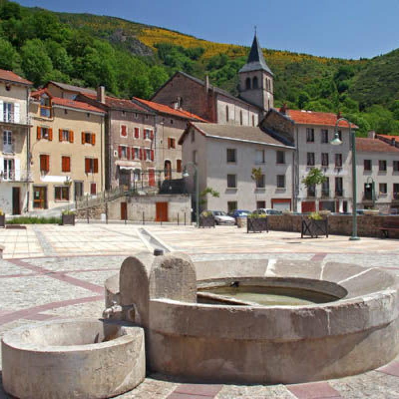 La fontaine d'eau chaude de Saint-Laurent-les-Bains