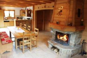Salle à manger avec cheminée,cuisine