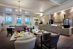 hotel3etoilesaixlesbainsrivieradesalpeshoteldeseauxrestaurant