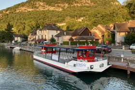 Le Solely bateau électro solaire dans Chanaz