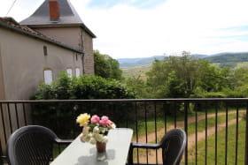 Gite de Haute-Combe à Juliénas (Rhône-Beaujolais) : depuis la terrasse...