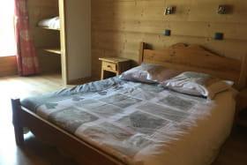 chambre 2 au 2 eme étage 1 lit 140 et 1 lit 90