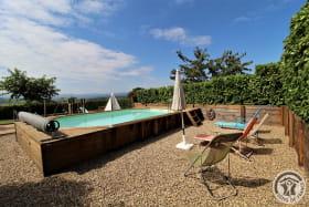 Gîte de Pelozane à Charnay - Région des Pierres Dorées - Beaujolais - Rhône : la piscine commune.