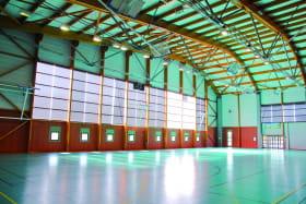 Espace modulable de 1800 m2, moquétable, cloisonable, aménagement sur mesure.  Capacité max 900 personnes. Lumière naturelle Superficie 1800 m2.  Hauteur 13 m