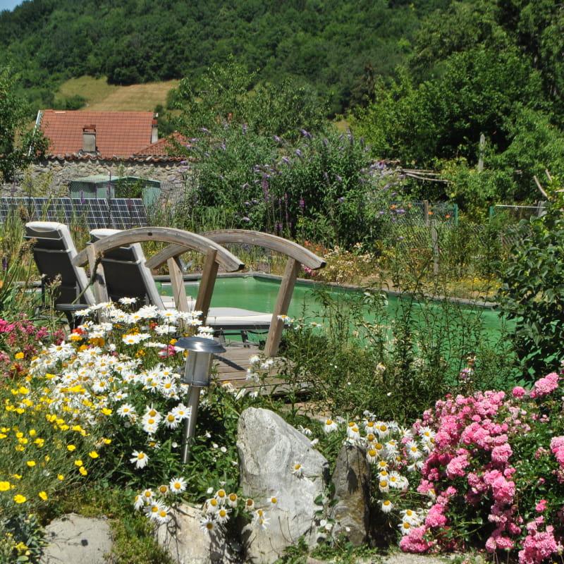 Vue de la piscine naturelle et ecologique