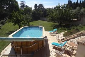 piscine hors sol avec vue sur terrain clos